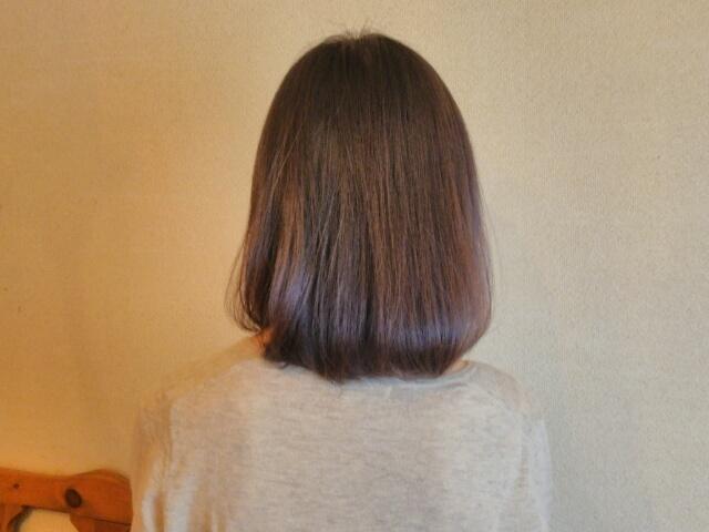 さくらの森 シャンプー ハーブガーデンを使用している女性の髪の画像