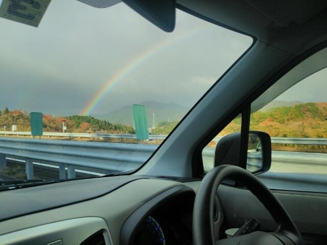 きれいな半円の虹画像
