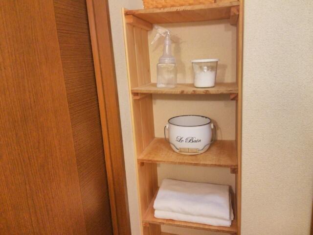 タオルを収納した棚画像