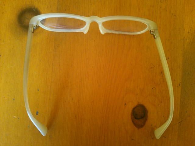 歪んでしまったJINSの眼鏡画像