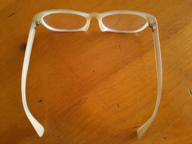 修理されたJINSの眼鏡画像