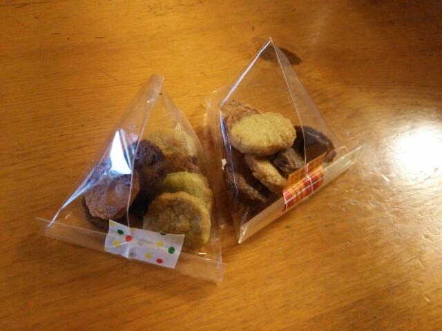テトラ折りでラッピングしたクッキー画像