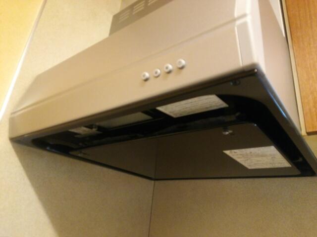 掃除が終わった後のきれいなキッチン換気扇画像
