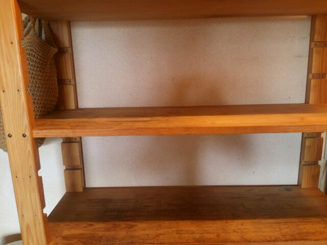空きのスペースを作ったキッチンの棚画像