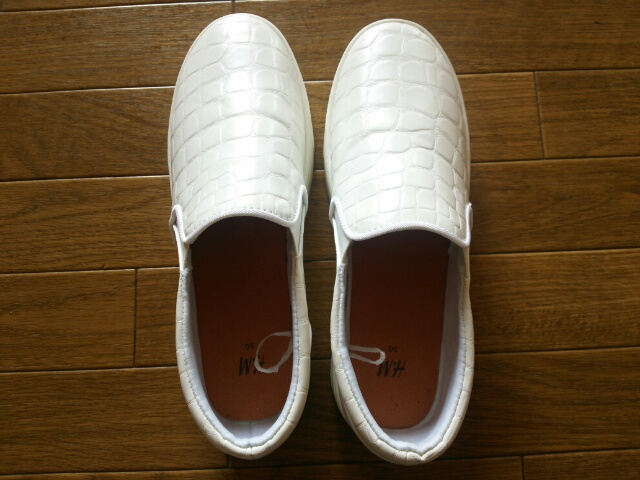 H&M 白いスリッポン画像