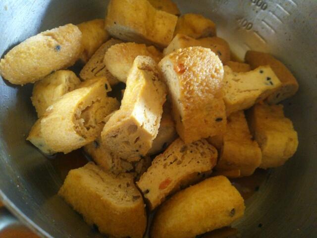 煮魚の煮汁の残りで作ったがんもどきの煮物画像