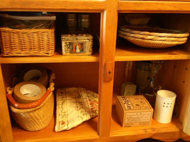 食器棚の下の扉の中画像