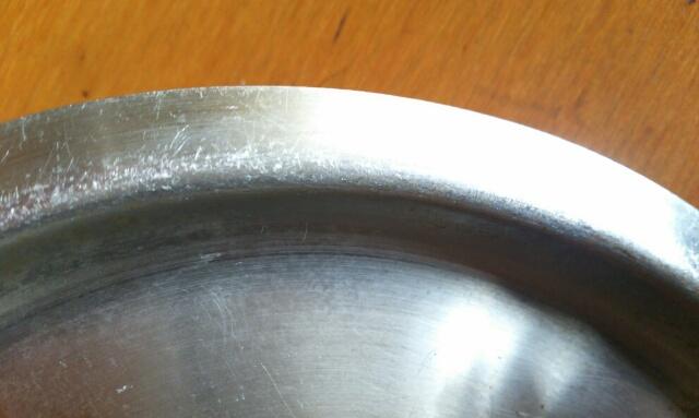 重曹とアクリルタワシでピカピカになったステンレス鍋の蓋画像