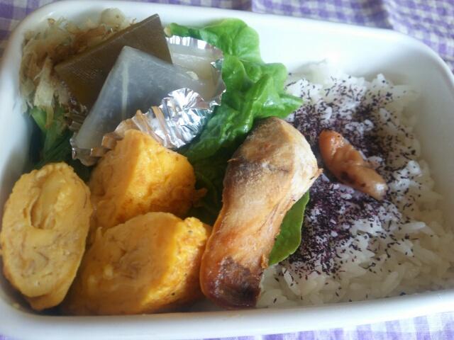 サバの塩焼きと卵焼き弁当画像