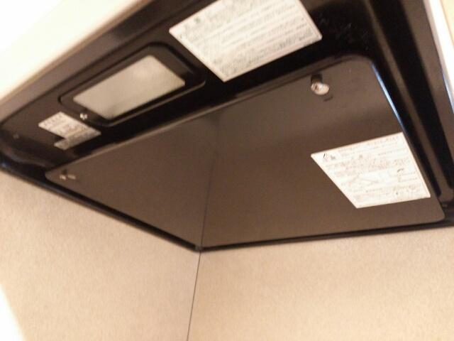 キレイになったカバーを取り付けたキッチンの換気扇