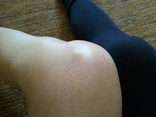 自家製ボディースクラブで角質ケアした膝