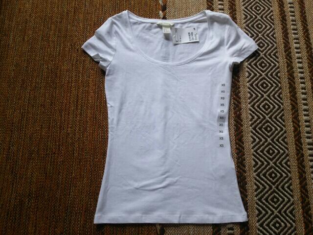 H&Mの白Tシャツ