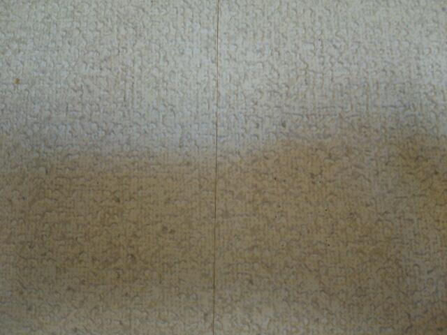 壁美人の金具を外した壁の跡