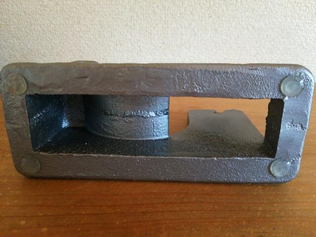 おしゃれなテープカッター~鉄製のPUEBUCOの裏面