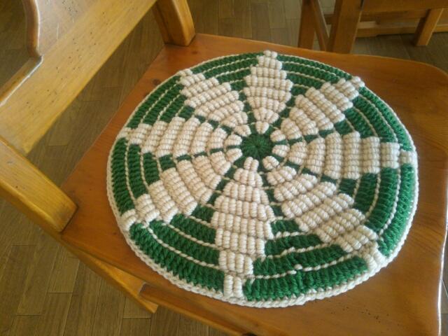 手編みの座布団