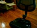 勉強椅子を組立て中の彼女。毎度こんな事件がおこる