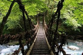 隠れ里のつり橋