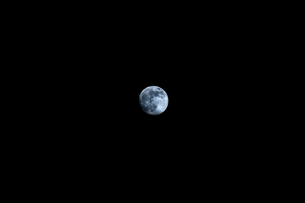 スーパームーンでなく普通の月