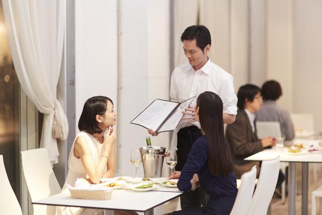 クレジットカードのレストラン優待とは?特典情報をご紹介。