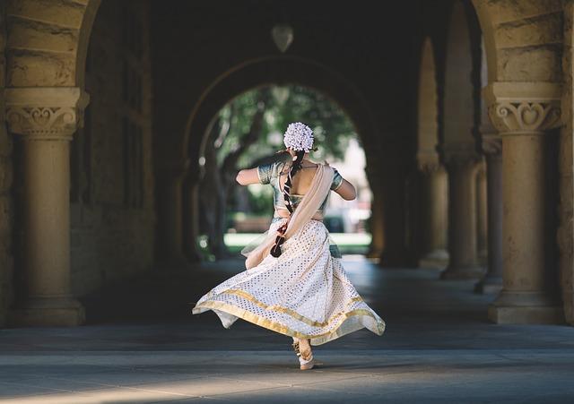 ヒンドゥー教の踊る女性