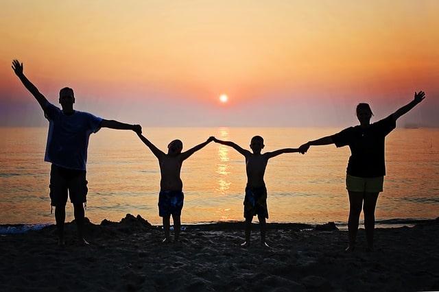 家族旅行で学校を休ませるのは全然OKな理由【家族旅行で学校を休むのは人生でプラスです】