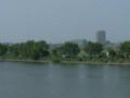 多摩川対岸を望む