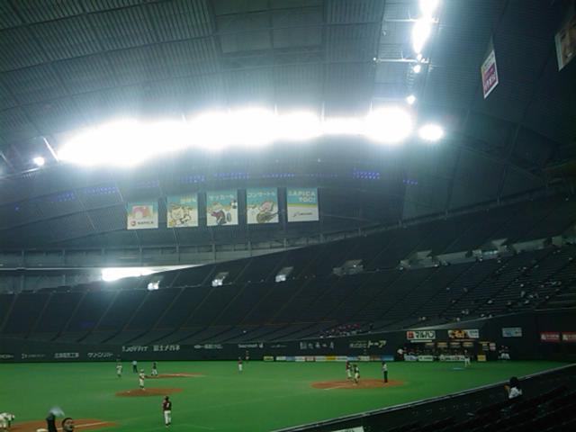 札幌ドームで大学野球