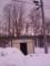 雪に埋もれて意味をなしてないバス待合室