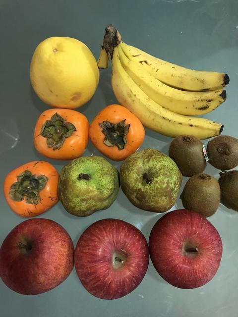 キウイ、柿、リンゴ、洋梨、バナナ、グレープフルーツ