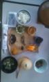 今朝のごはん。お皿が青森県で十和田湖のとこが醤油入れ♪