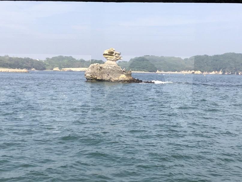 松島巡り観光船から見た風景です。