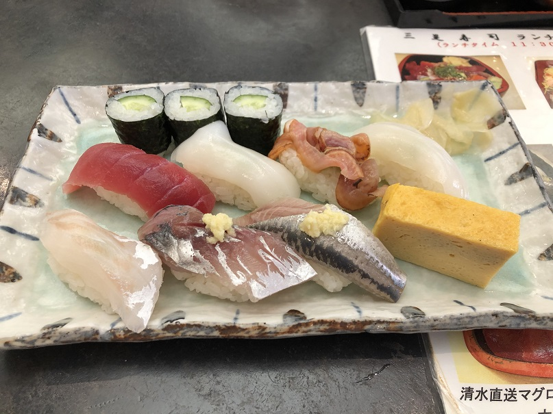 こちらが三是寿司さんの握りずしになります。これで750円は本当に安いです。