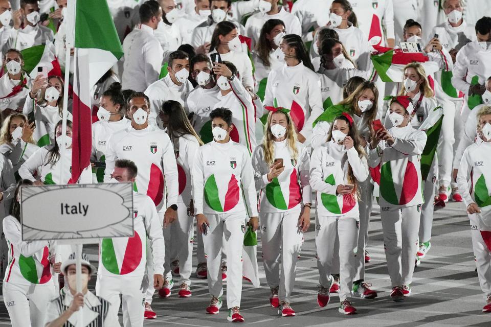 イタリアのユニフォーム。あのジョージアルマーニがデザインしたのに史上最悪と話題に(AP Photo/David J. Phillip)