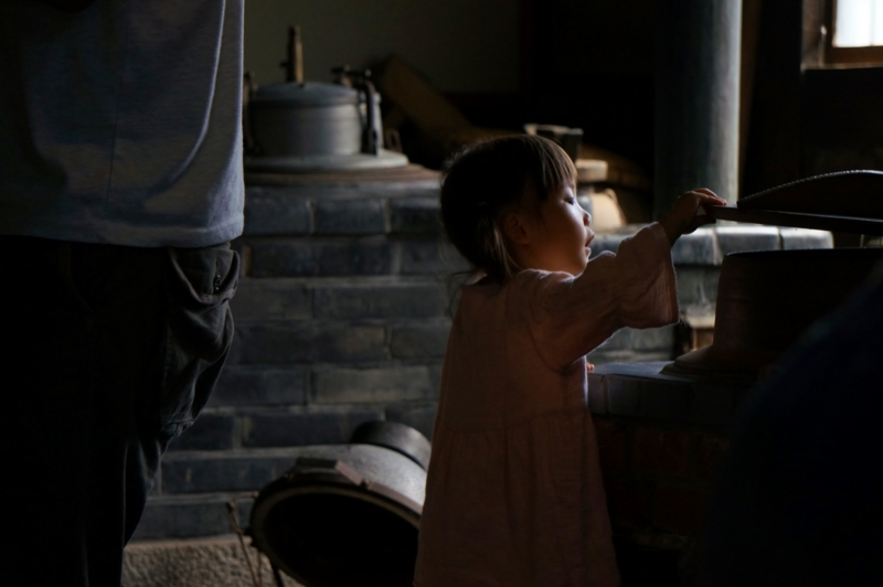 京都新聞写真コンテスト 赤子泣いても蓋取るな