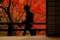 京都新聞写真コンテスト 秋深し紅囲まれし手に紅葉