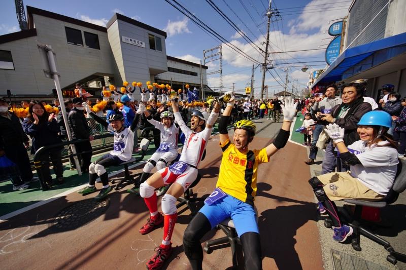 京都新聞写真コンテスト ヒートアップ!駅前商店街(@いす-1GP)