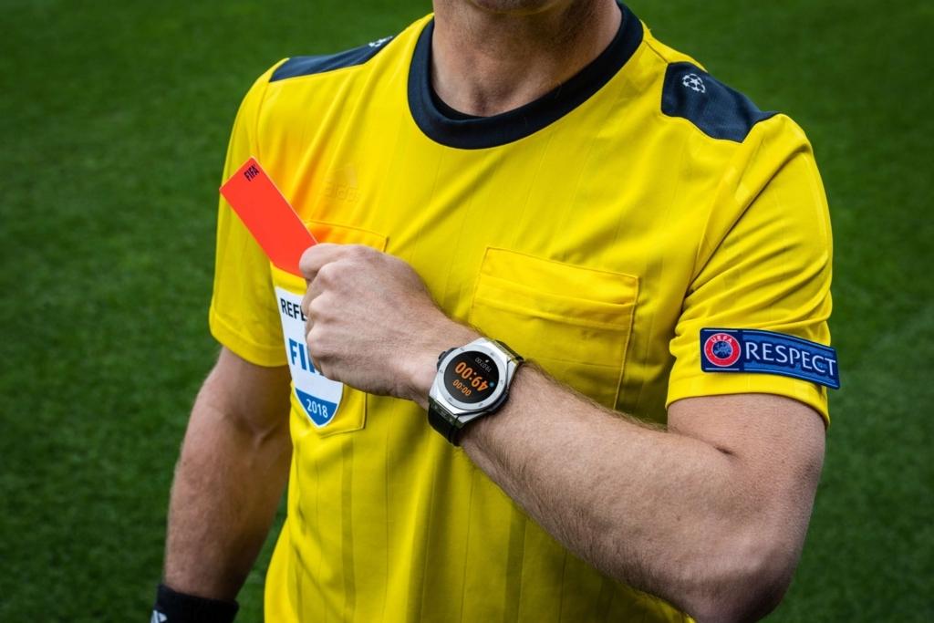 ビッグバンレフェリー2018FIFAワールドカップロシアを着用する審判