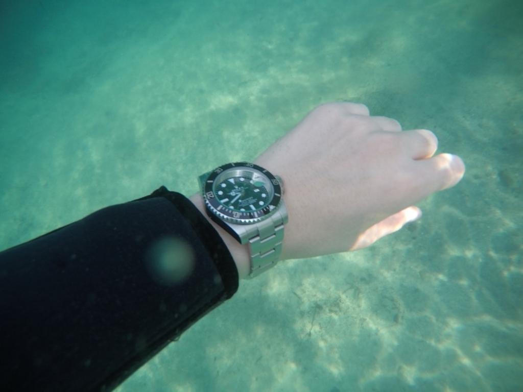 rolex submariner wristshot underwater 02