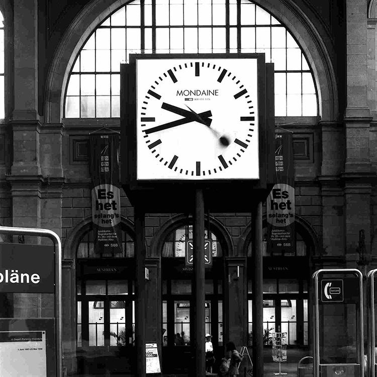モンディーンの鉄道時計