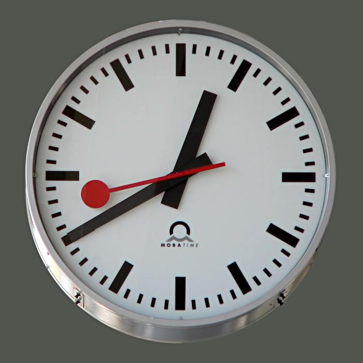 MOBATIMEのスイス鉄道時計