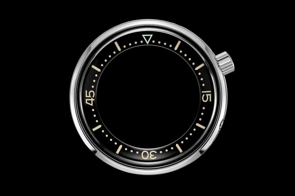 コンプレッサーケースを採用した時計のベゼル