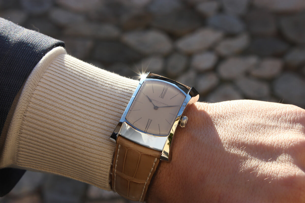 ローラン・フェリエ ブリッジワン エナメルダイヤルの着用イメージ