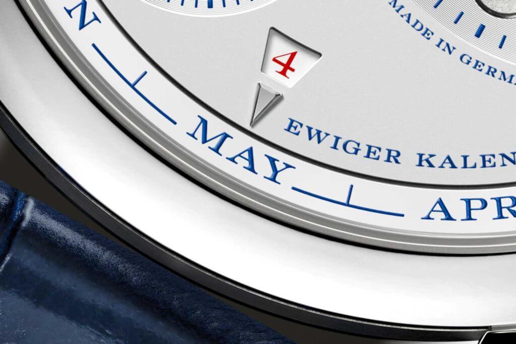 文字盤外周の月表示機能と6時位置のうるう年表示