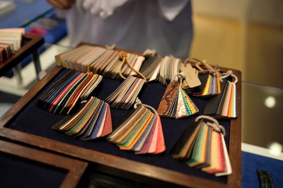 ジャン・ルソーの種類豊富な革ベルト