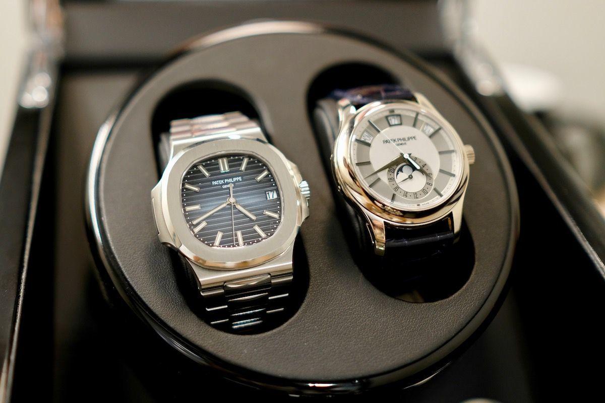 左からパテックフィリップ ノーチラス5711/1A-001とアニュアルカレンダー5205G-001