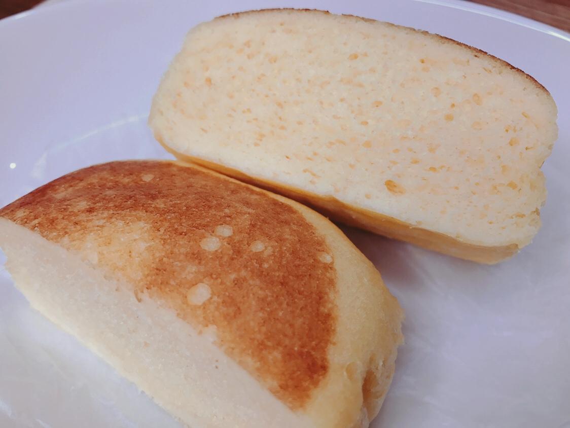 ふわっふわのパンをナイフで切るとスッと刃が通ります♡