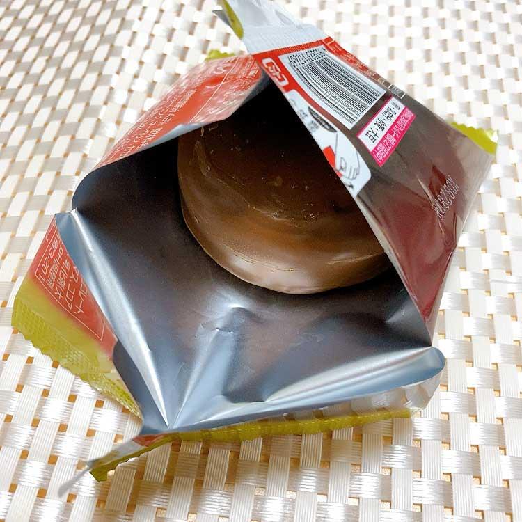 アイスだからこそ、手にチョコがつかない開け方にも気づかいを感じます。