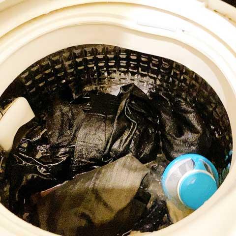 使い方はかんたん!洗濯機の中にぽいっとするだけ!