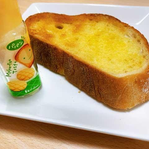 ふりかけるだけで「焼きたてメロンパン味」が自宅で食べられちゃう!?