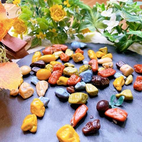 華やかな庭にカラフルな砂利・・じゃなくて、コレ食べ物です(笑)